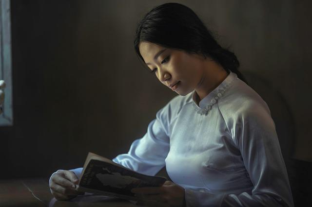 夜に寝る前にホラー小説を読む