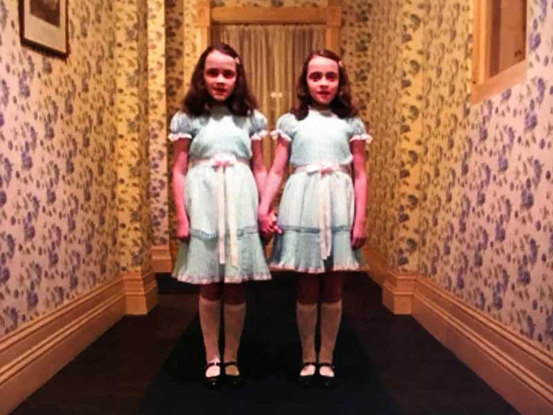 シャイニングの怖い双子の少女