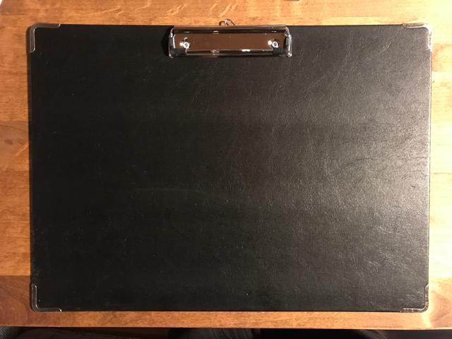 マウスパッドの代用に。100均のクリップボード