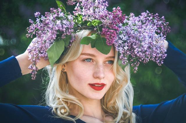 春の花と女性
