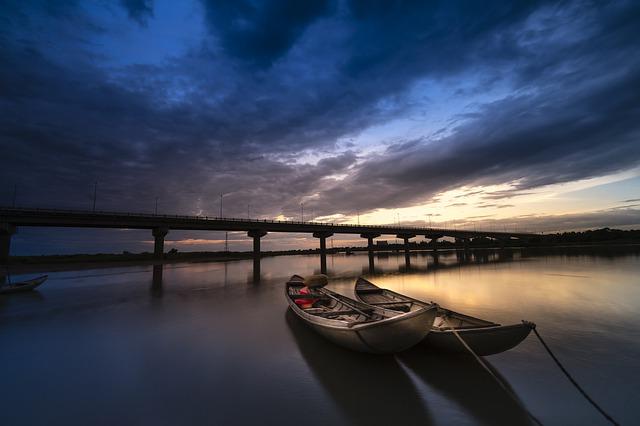 川、船、夕暮れ
